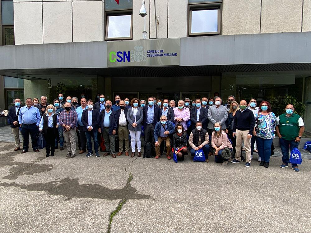 Una delegación de alcaldes y concejales de municipios AMAC han visitado las instalaciones del CSN